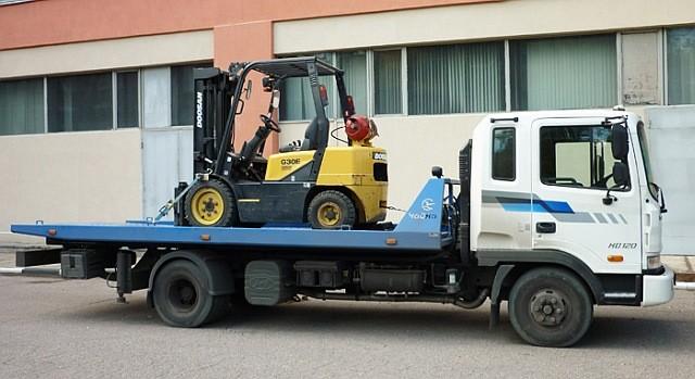 Современный грузовой эвакуатор, который удалось приобрести с помощью областной казны